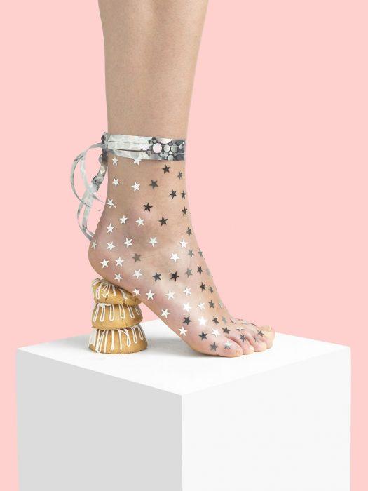 Zapatos creados con galletas y estrellas