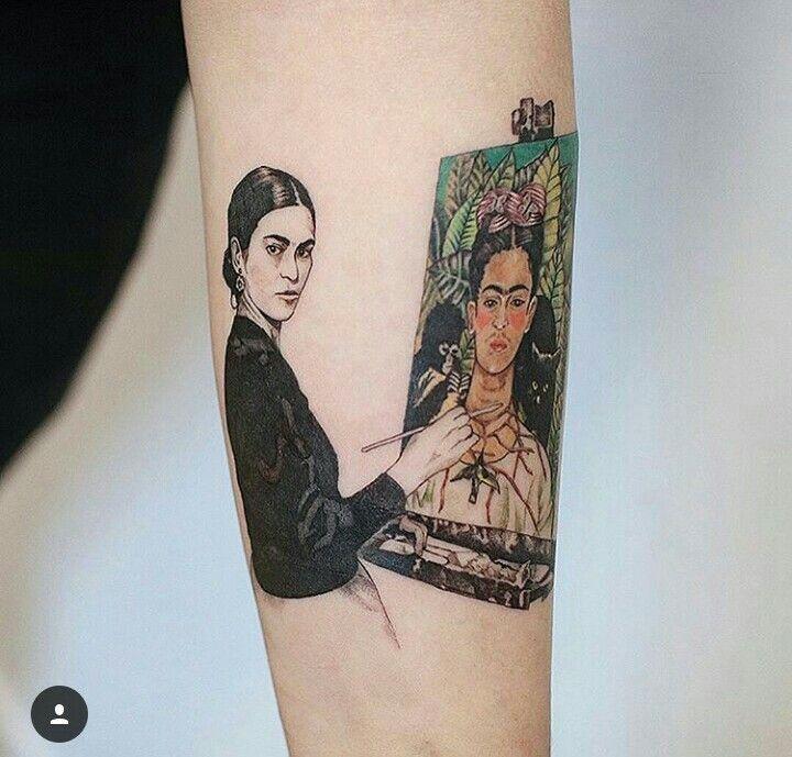 brazo con tatuaje de mujer pintando