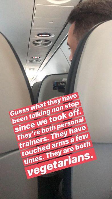 personas y asientos de avión captura de pantalla