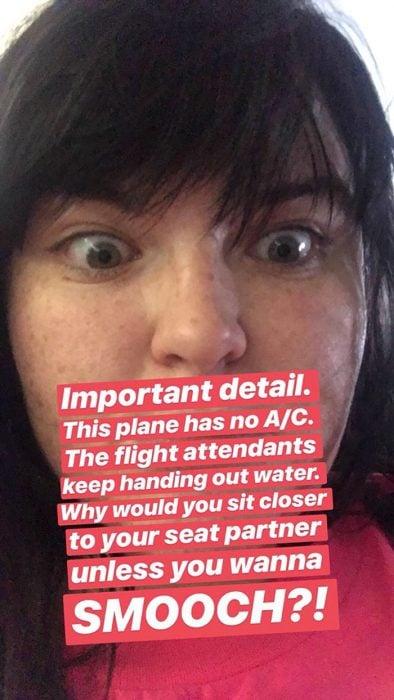 captura de pantalla mujer y letras