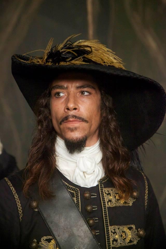 Óscar Jaenada actor que interpreta al papá de Luis Miguel en la serie