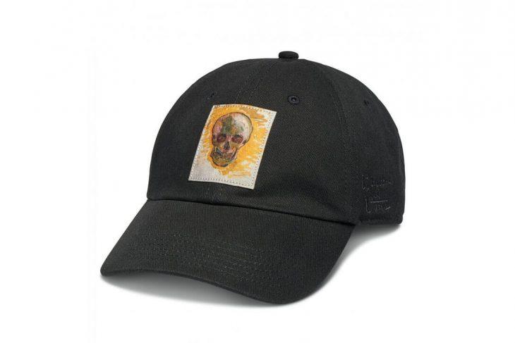 gorra negra con calavera