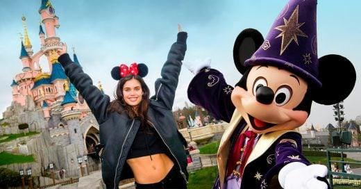 vive y trabaja en Disneyland