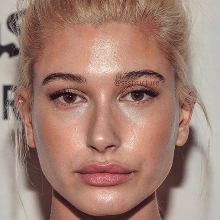Hailey Baldwin de cerca y sin photoshop
