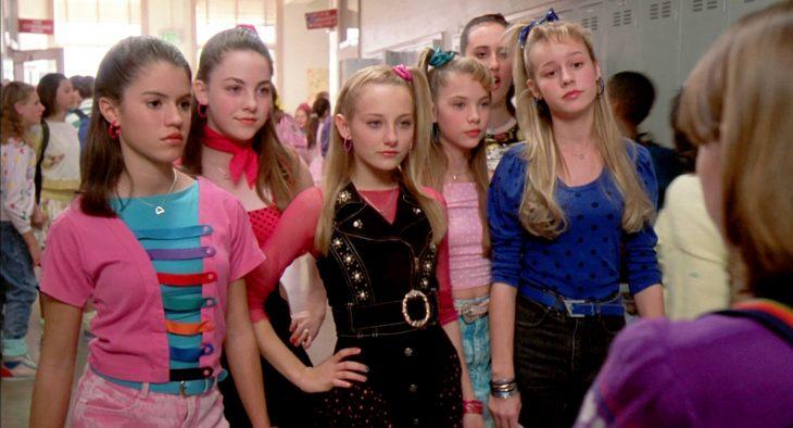 Grupo de chicas en la escuela
