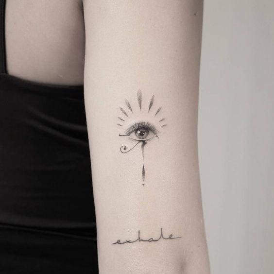 Tatuaje egipcio de ojo de Ra