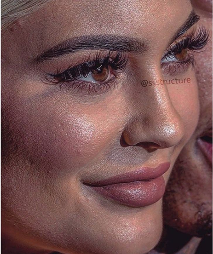 Kylie Jenner de cerca y sin photoshop