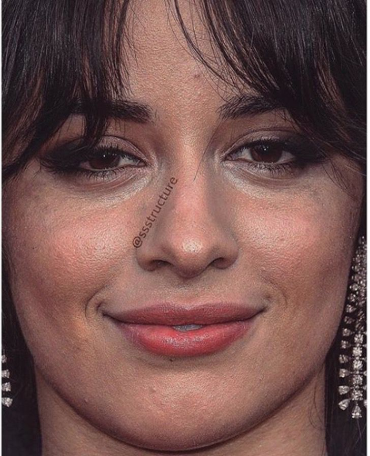 Camila Cabello de cerca y sin photoshop