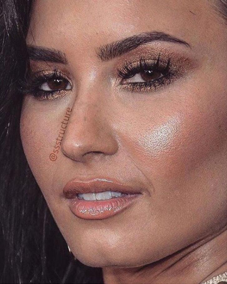 Demi Lovato de cerca y sin photoshop