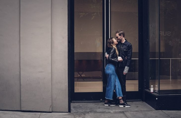 parejas de novios en una cita