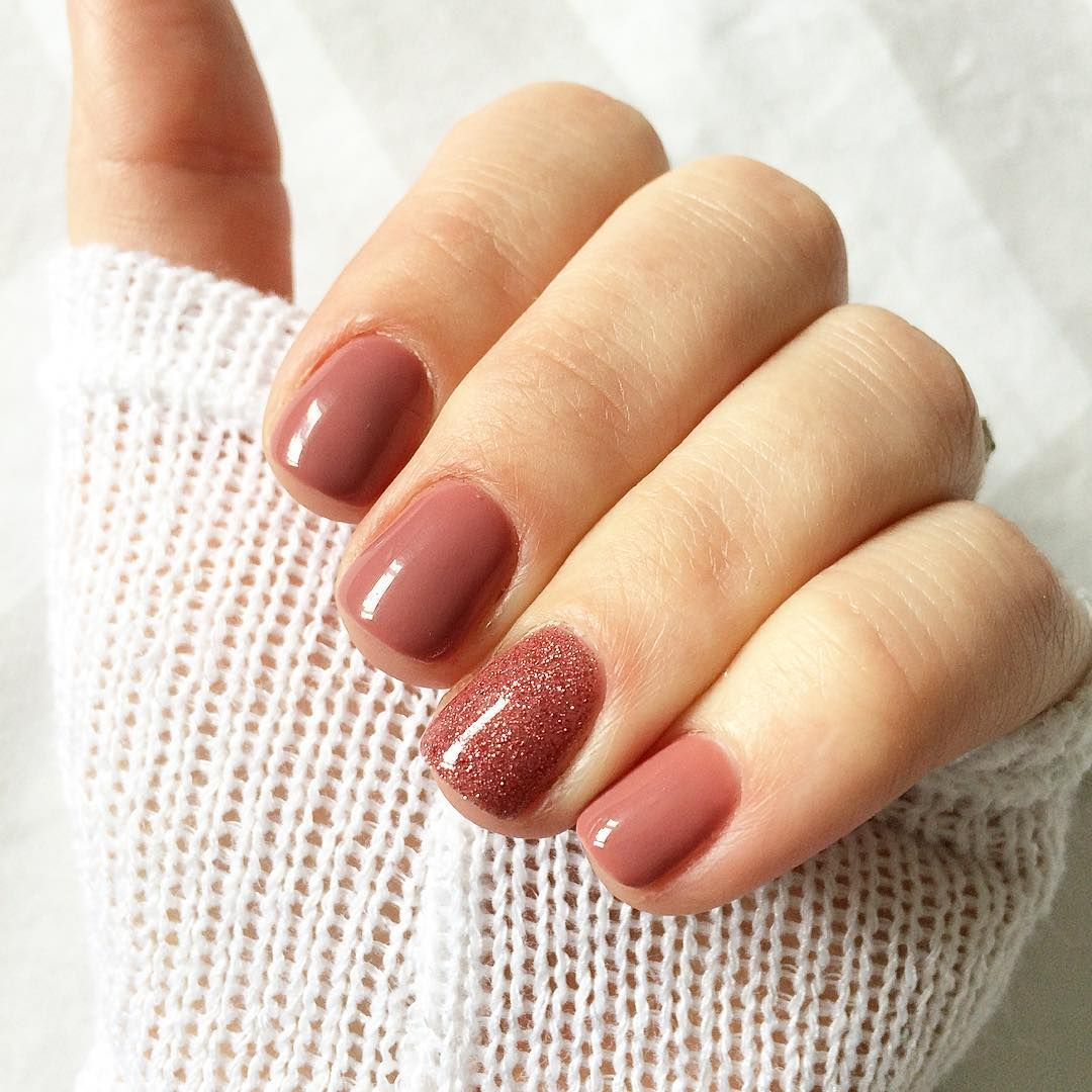 Uñas cortas en color rosa palo