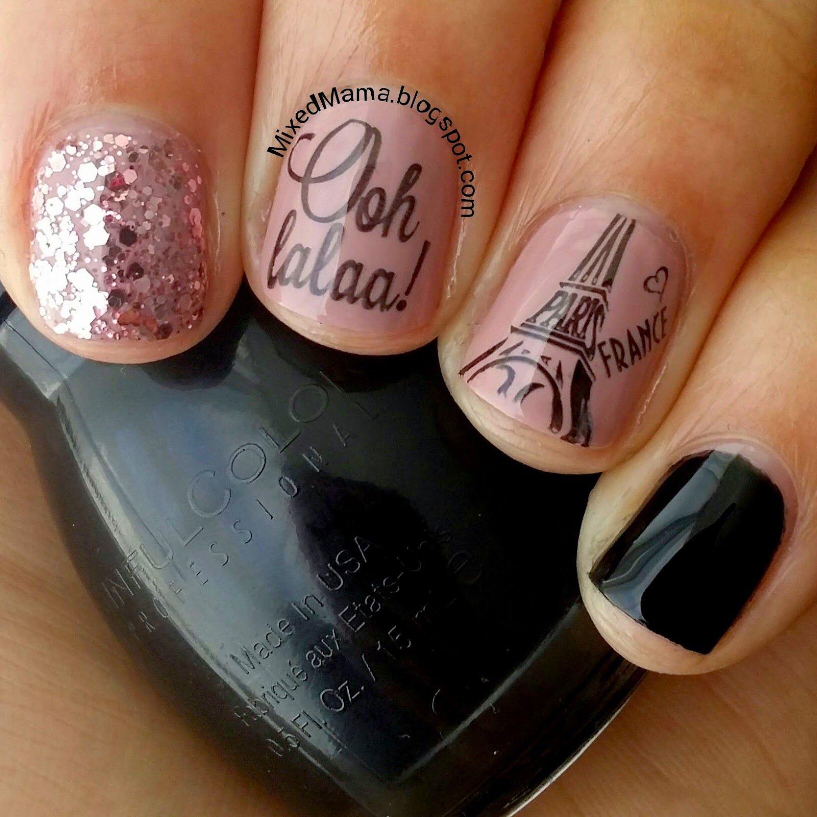Uñas cortas en color rosa con negro y diseños de París