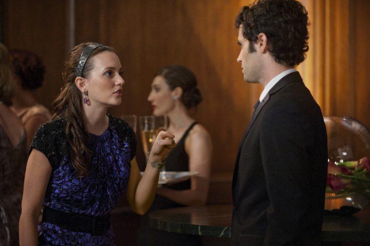 Escena de la serie gossip girls. Blair y dan peleando
