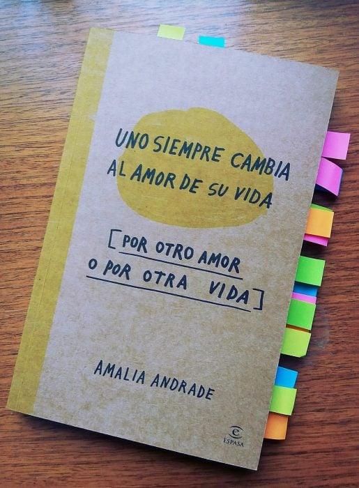 portada dle libro Uno siempre cambia al amor de su vida, por otro amor o por otra vida