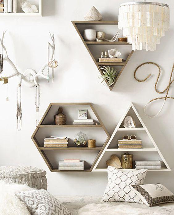 librero en forma triangular
