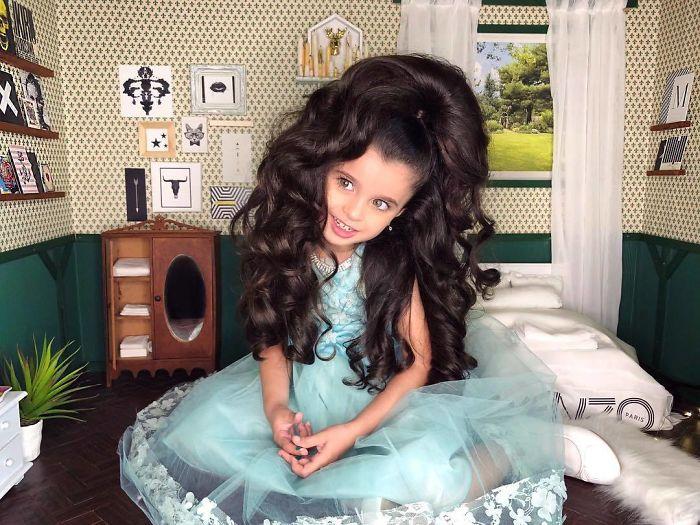 niña con vestido color menta