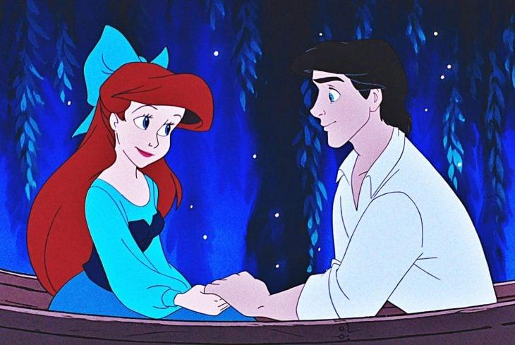 Eric y Ariel paseando en una balsa por el rio