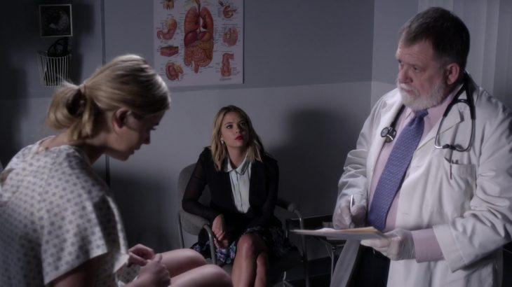 Chica DE PRETTY LITTLE LIARS visitando el doctor