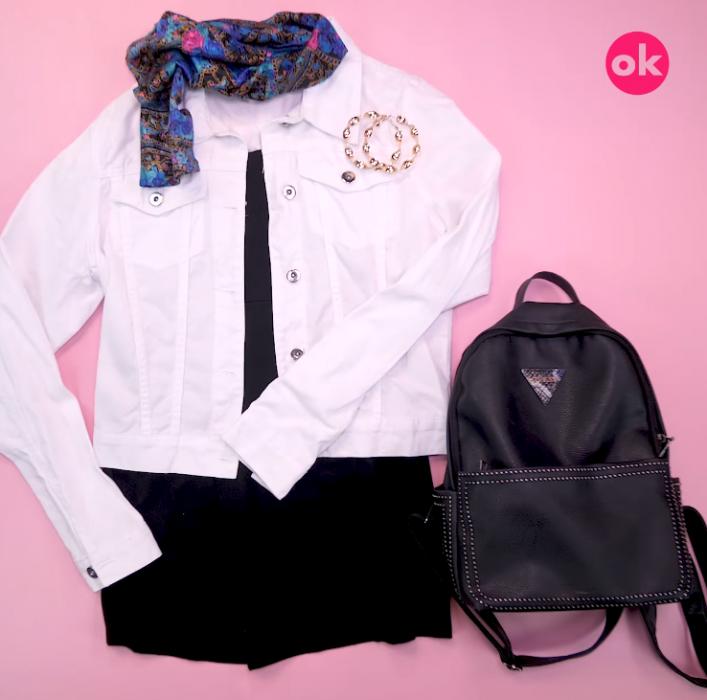 vestido negro chamarra blanca mochila negra