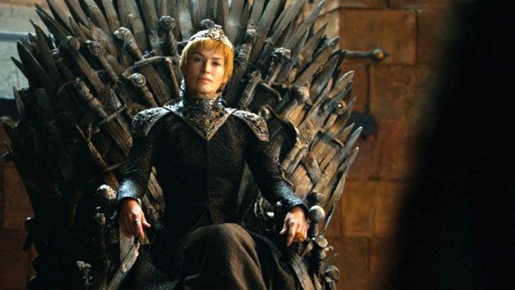 Reina sentada en el trono
