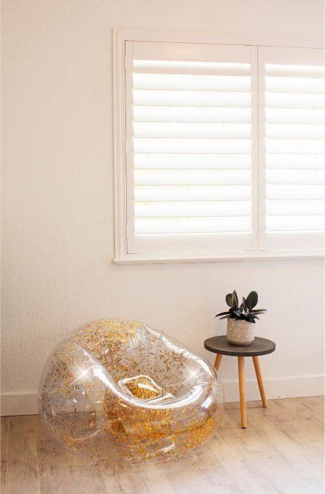 sillon inflable plástico con glitter brillo dorado