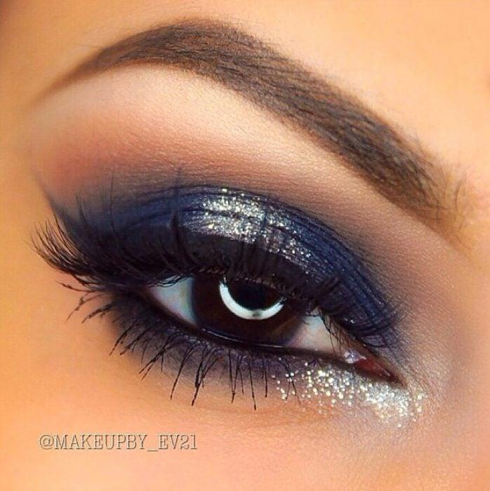 ojo color café y sombra azul