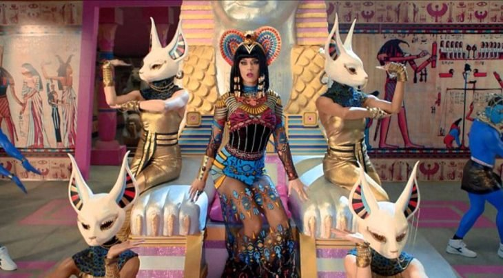 Katy Perry con atuendo egipcio
