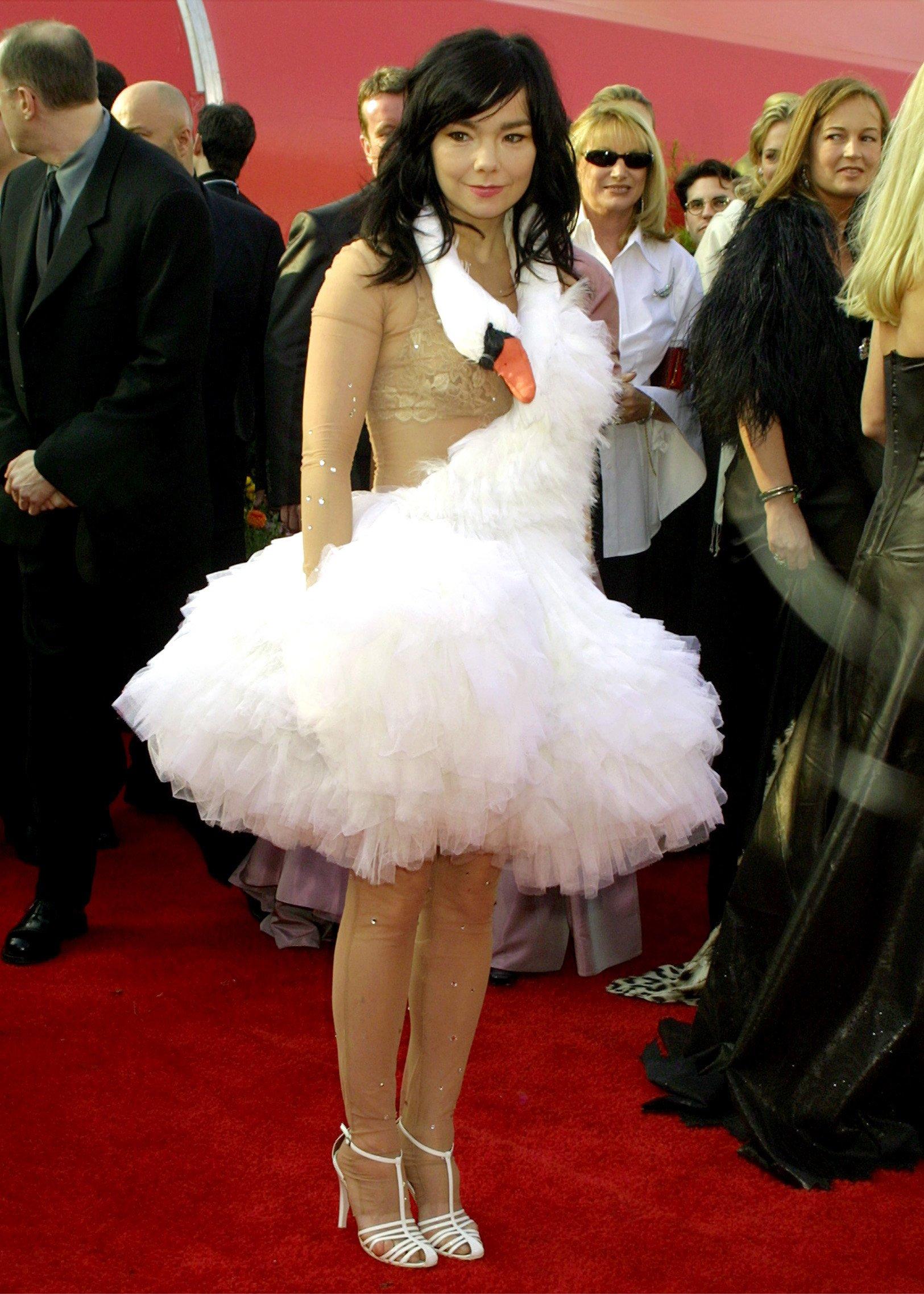 Mujer con vestido de ganso