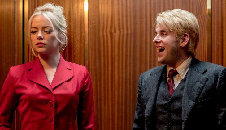 Jonah Hill y Emma Stone en la serie Maniac riendo juntos