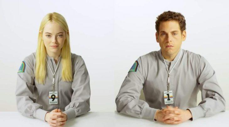 Emma Stone y Jonah Hill actuando en la serie de maniac