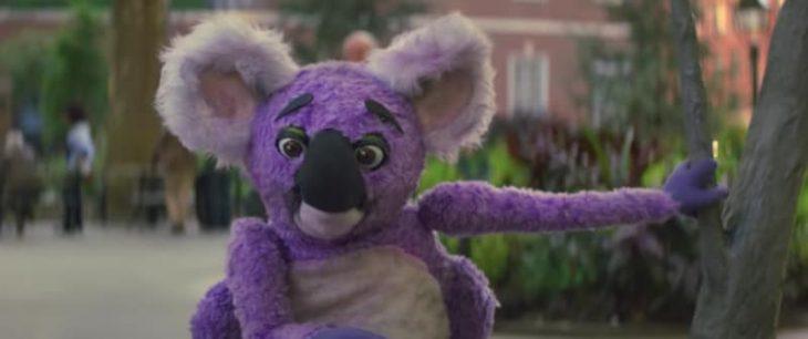 Muñeco de peluche que aparece en la serie Maniac