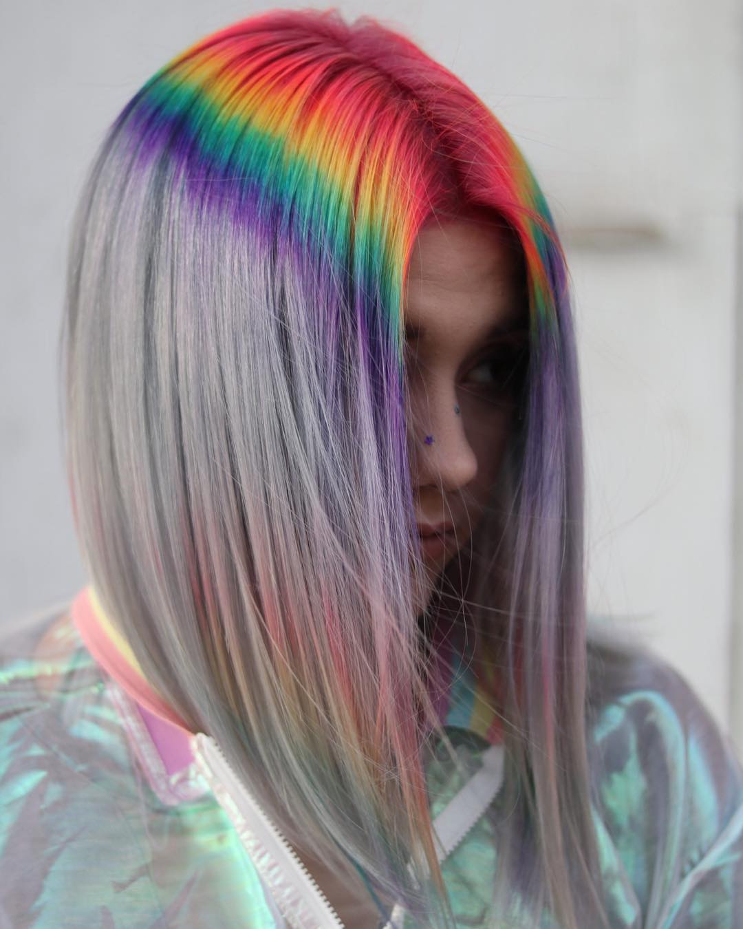 Cabello de arcoiris en las raíces