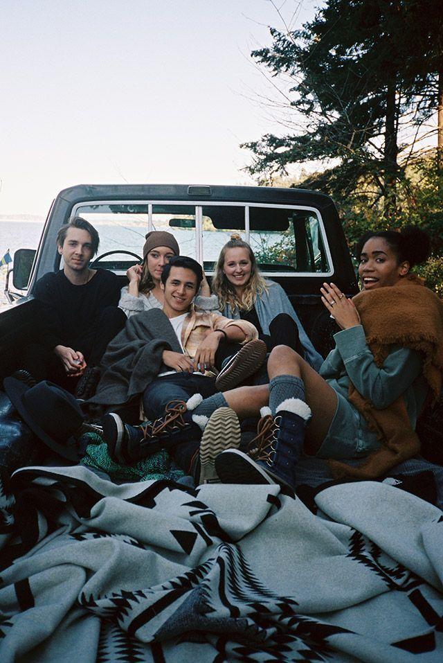 Amigos en una camioneta