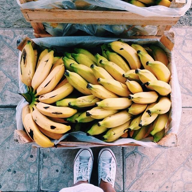 rejas llenas de plátanos