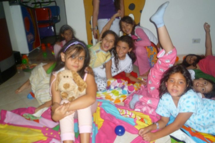 niñas en una pijamada