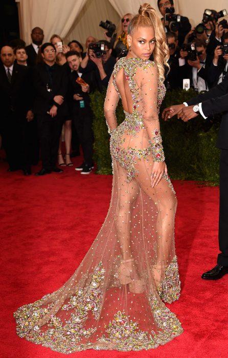 Beyoncé con un vestido de transparencias en los Met gala