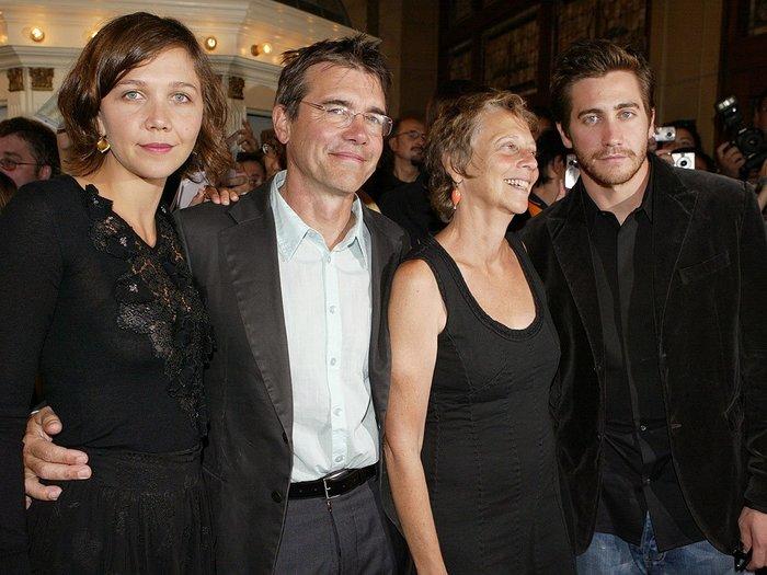 familia vistiendo de negro