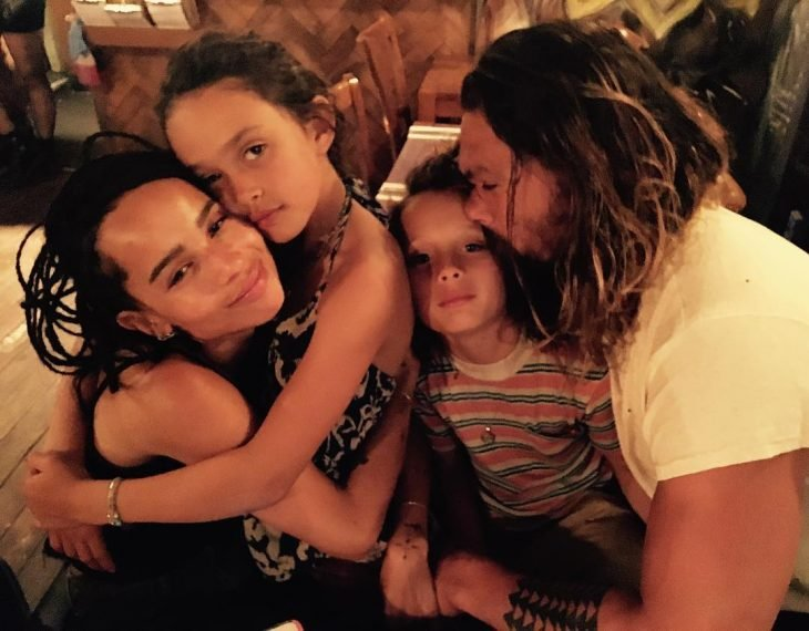 Jason Momoa junto a su esposa e hijos
