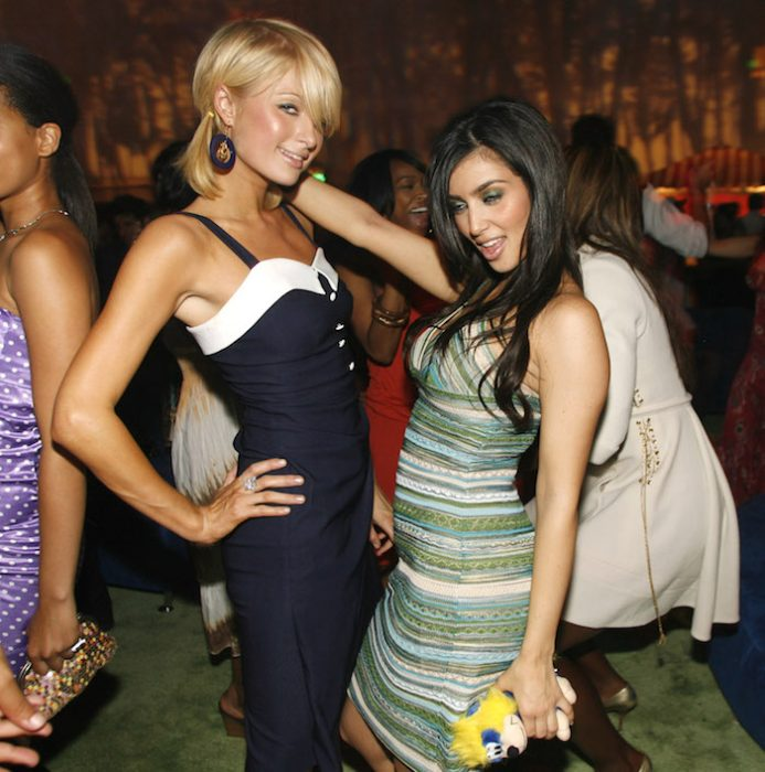 Kim haciendo caras graciosas mientras está con Parisa