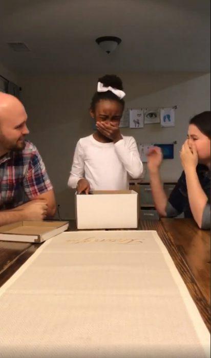 Reacción de una niña qeu descubrió que sería adoptada