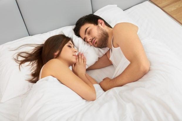 pareja dormida