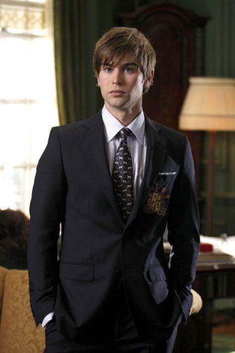 chico con traje sastre