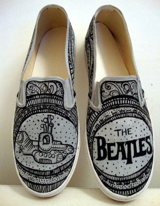 Tenis con diseño de The beatles
