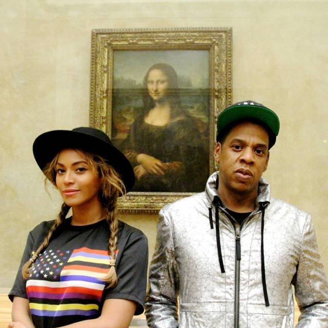 pareja en un museo