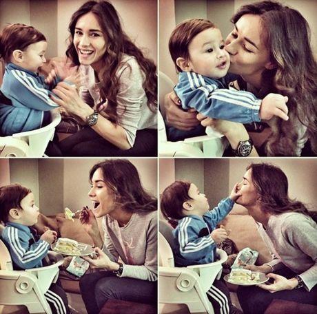 mamá e hijo jugando