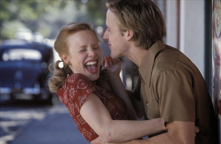 10 Señales para saber si le gustas a un chico pero no se atreve a decírtelo