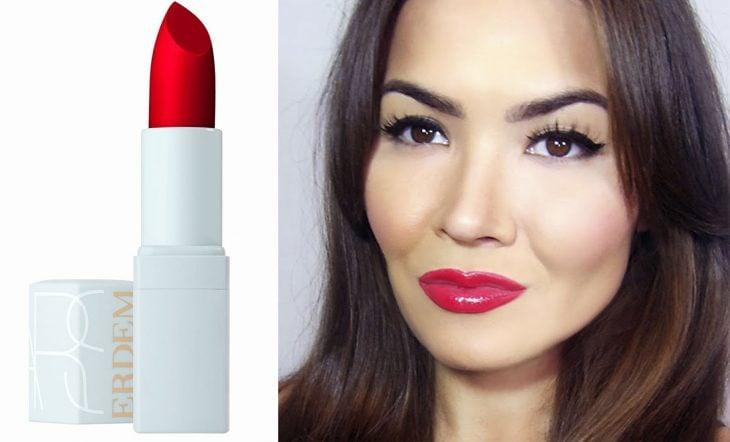 mujer con labios rojos y labial