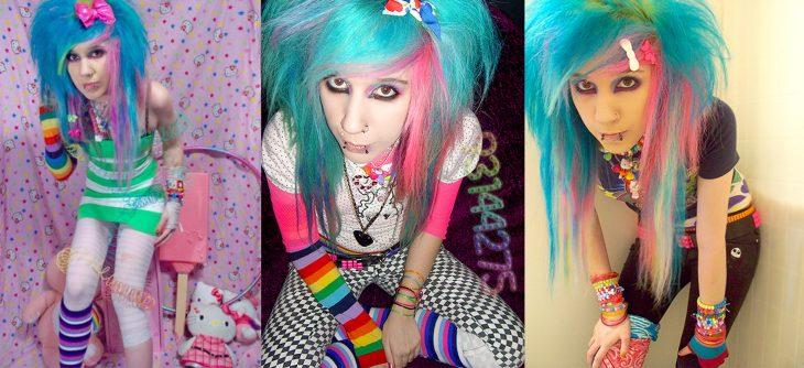 mujer con cabello azul y ropa colorida