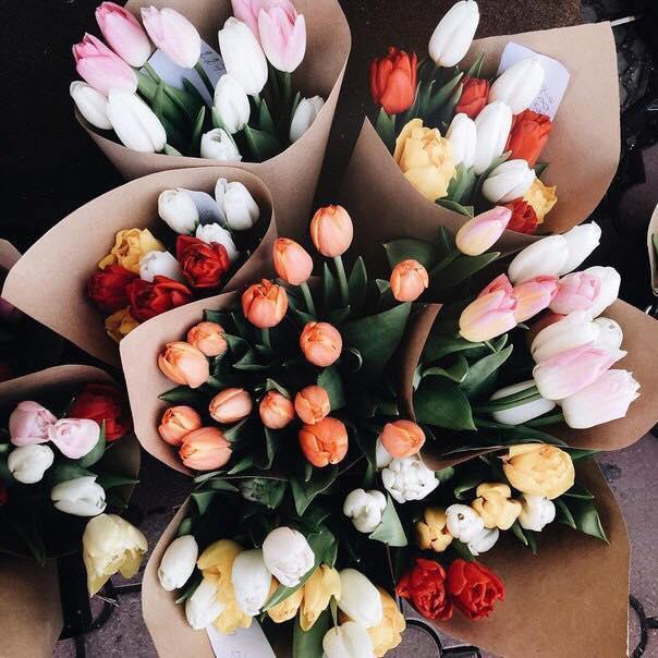 ramos de flores de colores