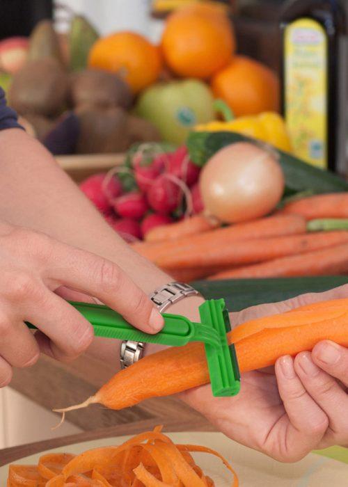 pelador de zanahoria en forma de rastrillo